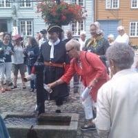 Vanndring i Gamlebyen 2012.08.01 -- Stoppested 3 påfylling av vann fra vanntroa