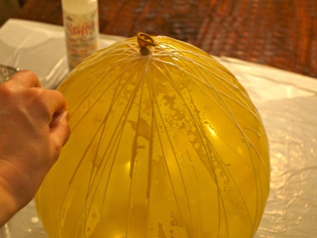 07 slik dekker du ballongen med tråd