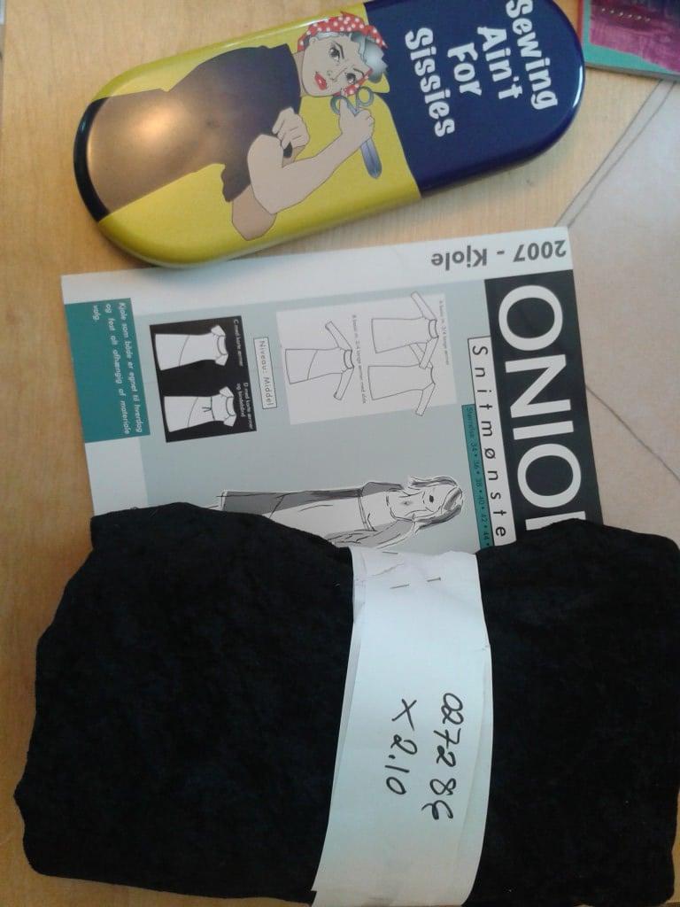 20130320 Skrin med sysaker, Onion mønster og sort stretchfløyel