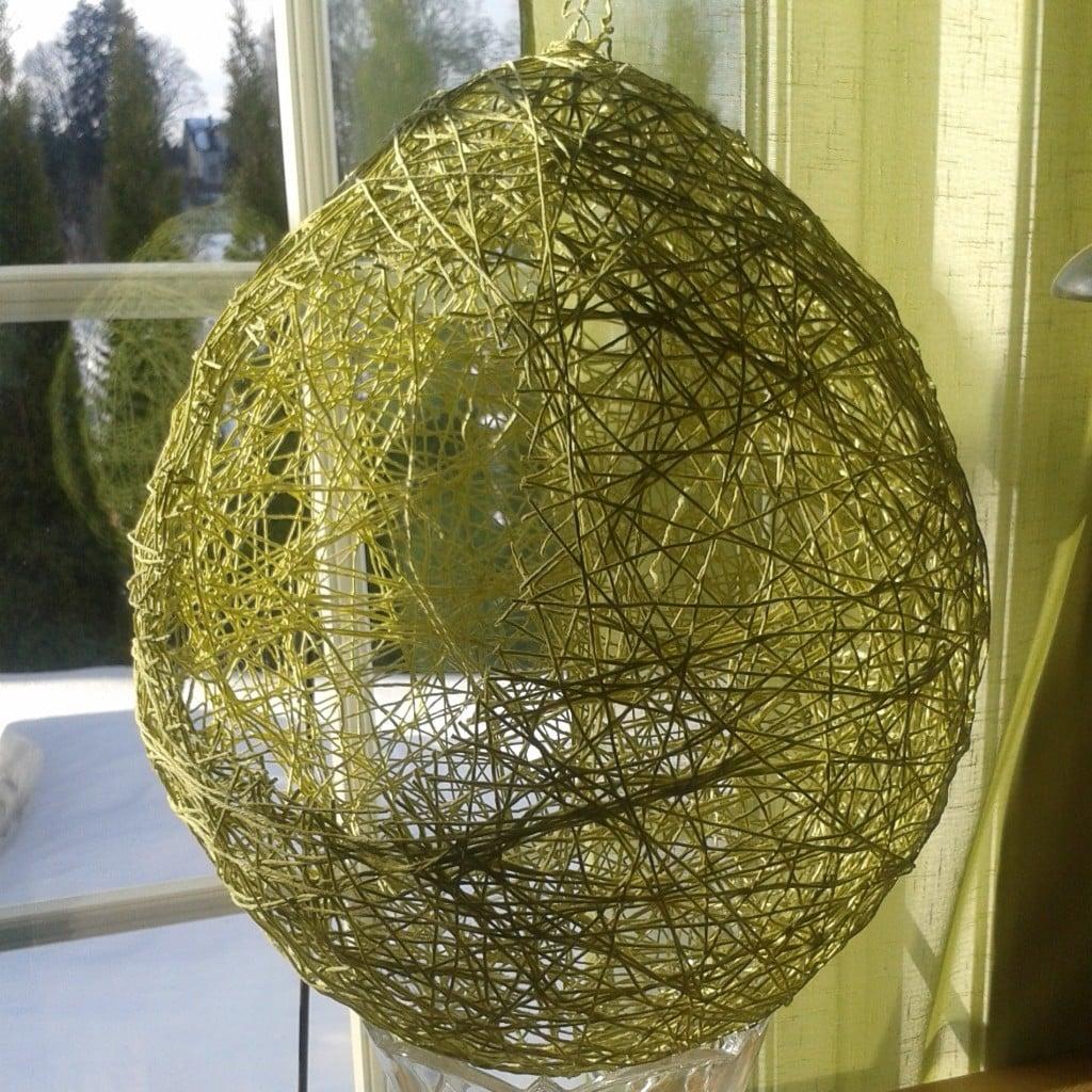 Grønn eggeformet trådkurv